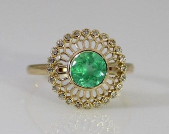 Emerald ring 18 ct yellow gold and Colombian emerald Ring
