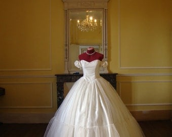 Dotted tulle and feather ecru/ivory wedding dress