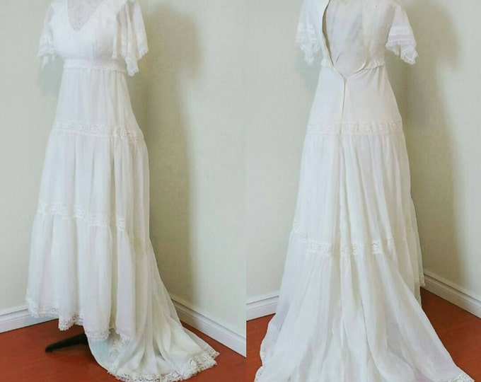 Vintage wedding dress ca 1970s, size S, hippy boho woodlands white wedding dress, lace crochet front, romantic dress