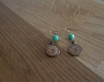 Clock earrings green beads - Vintage clock earrings
