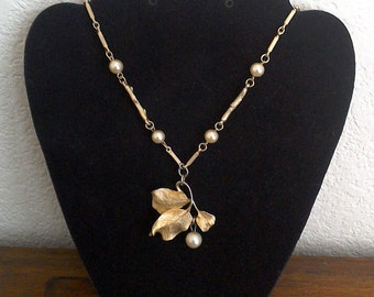 20% off Goldtone Leaf Leaves with Pearl Necklace  // Costume Jewelry