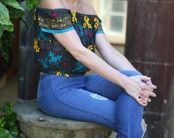 CROP - EMBROIDERED TOP