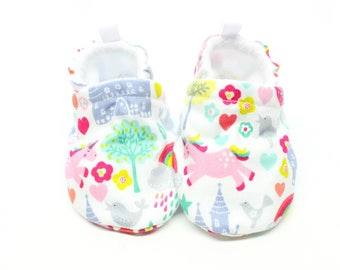 Rainbows and unicorns baby shoes - Baby shoes, Pre walker, soft sole, crib shoes, baby booties, baby moccs, baby girl shoes