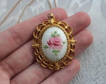 Gold Tone Rose Enamel Pendant Necklace