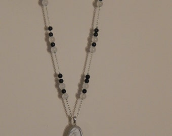 White howlite pendant necklace