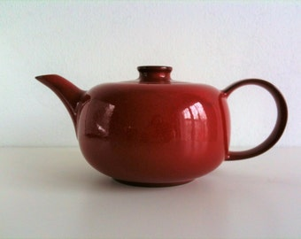 Beautiful red tea pot from Friesland, Ceracron, Melitta, 70s, vintage mid century