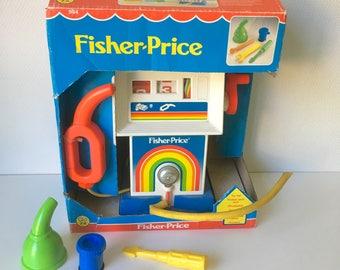 Fisher Price action service centre, vintage Fisher Price, Fisher Price 984, vintage toy, Fisher Price toy, petrol station, petrol pump
