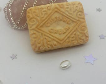Cute custard cream pendant necklace, Quirky Polymer clay custard cream, Fun biscuit necklace, Novelty British biscuit jewellery,