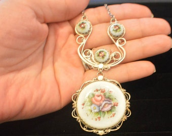 Vintage Silver Necklace with flower pendant .