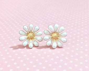 White Daisy Stud Earrings, Bohemian Retro, Hippie Flower Power, Enameled Metal, 19mm, Gold Accents (SE11)