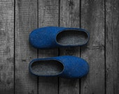 Felted slippers for men with dark navy blue soles - real rustic style home shoes in dark gray and cobalt royal blue - Gift for him