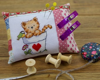 20% OFF - Pincushion Cat in a vase with hearts all around