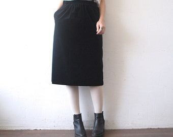 80s black velvet skirt. high waist knee length skirt. velvet pencil skirt - medium
