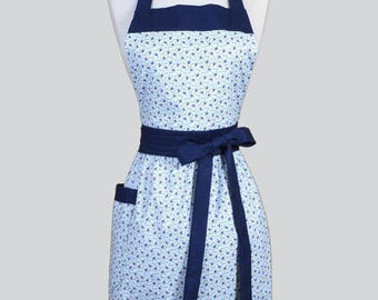Classic Womens Apron . Summer Cottage Navy and White Daisies Retro Cute Kitchen Apron with Pocket