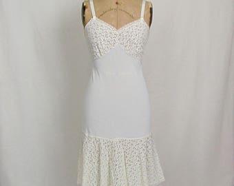 Vintage White Pembrooke Nylon Full Slip 32R