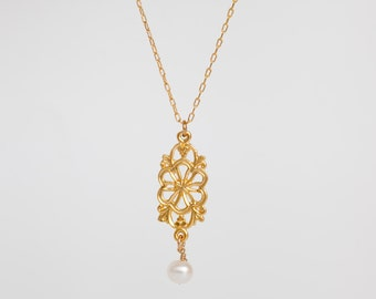 classic gold necklace with a pearl, laced gold, delicate