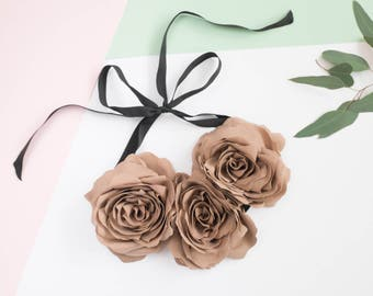 Light brown flower necklace, beige flowers, flower necklace, christmas flowers, sristmas style statement necklace
