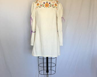 A Fine Dress // 60s Embroidered Peasant Tunic or Minidress Bohemian Flowers Hippie Boho Small Medium