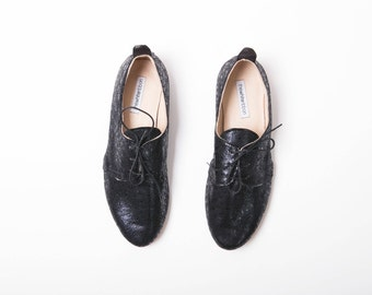 The Oxford Shoes   Leather Flat Shoes in Dark Blue and Black   Black Peacock   Last Pair size 37