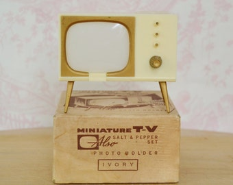 Vintage 1950s TV Salt and Pepper Shaker in 'Ivory' and Photo Holder