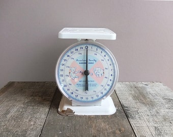 Vintage 1950s American Family Nursery Scale / Baby Scale / Children's Decor