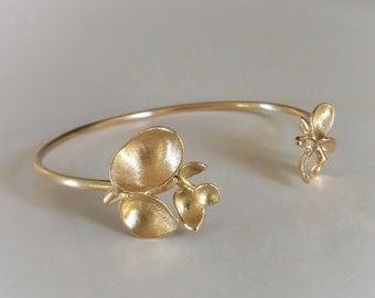 Cuff Bracelet in Solid 18k Gold . Buds Bracelet . Gold Bangle . Bridal . Wedding . Fine Jewelry . Flower Cuff Bracelet . Organic Jewelry