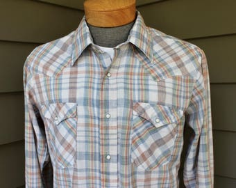 vintage 1970's -Levi's- Long sleeve Western shirt. Pastel color plaid - Pearl snaps. Cotton blend. Medium - Large 16 1/2 x 35. Made in USA