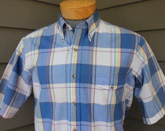 vintage 70's - 80's -Gant- Men's short sleeve 3 button collar shirt w/ locker loop. Pastel tone 'Southport Poplin' - All Cotton. Medium