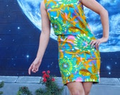 1960s psychedelic DRESS sheath floral made in Okinawa Hawaiian designer Amy Joy vintage  //  size : XS / S