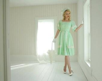 Vintage pastel green dress, white lace 1950s XS