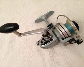 Vintage Olympic HM-4 Fishing Reel