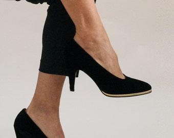 1990s// ESCADA// Designer Vintage// Black Velvet// Pumps// 6 B