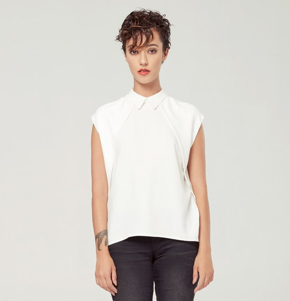 CASSIOPÉE - sleevesless minimalist blouse, buttoned at the back, women's shirts - ivory white