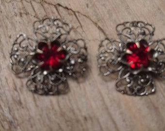 Vintage red rhinestone filigree clip on earrings