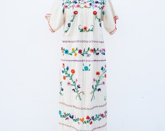 1970s oaxacan mexican embroidered dress