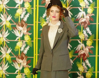 Vintage 80's Masculine Tailored Pinstripe Women's Power Suit . Grey Wool . Shoulder Pads . Fully Lined . Aspen Leaf label .Gorgeous Details