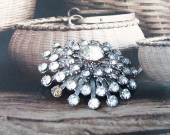 Vintage RHINESTONE BROOCH Prong set Statement Round Rayed Fleur di Lis 1 7/8""