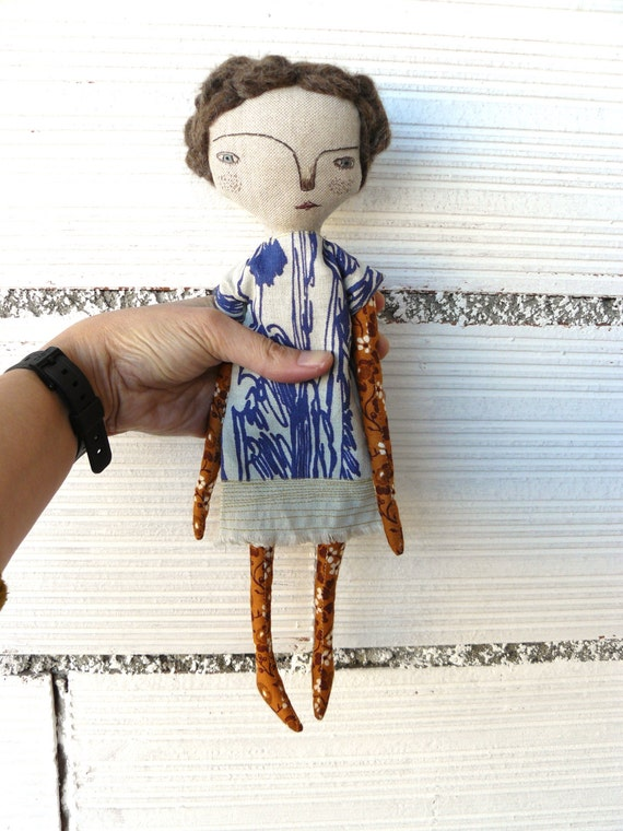 Art doll with alpaca and merino wool hair and tapestry fabric dress with embroidery. 32 cm