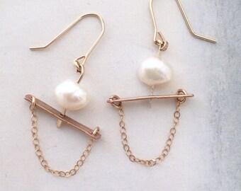 Architectural pearl earrings, modern pearl chandelier, minimal pearl earrings, contemporary pearl earrings, bar and chain dangle earrings,