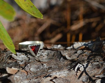 Handmade sterling silver power triangle garnet ring with stamped band//size 7