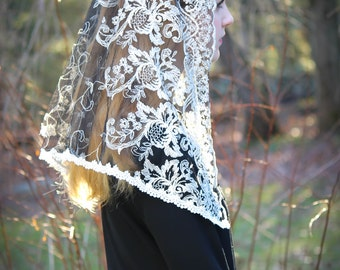 Evintage~~ Embroidered Black Lace Triangle Mantilla Chapel Veil Latin Mass