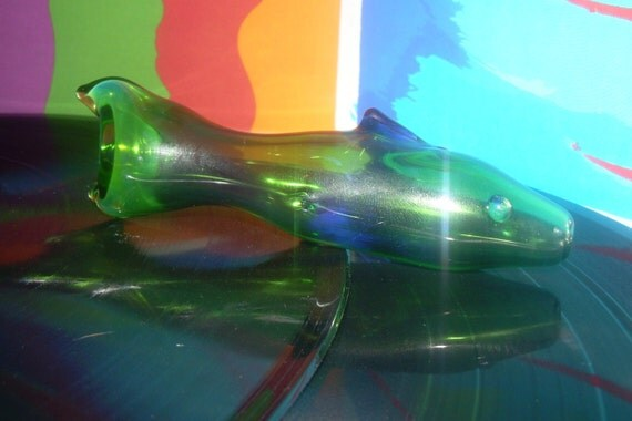 Green fish spoon pipe art glass color changing 4 inch for Glass fish pipe