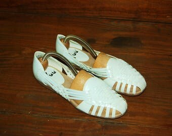Women Size 6 1/2 Vintage 80s HUARACHES White woven leather BOHO flats sandals