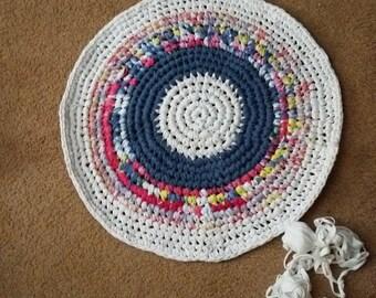 Crocheted rag rug/ round