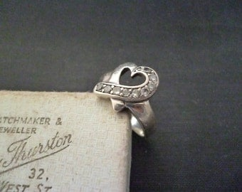 A sparkly CZ and silver heart ring - 925 - sterling silver - UK M - US 6.25