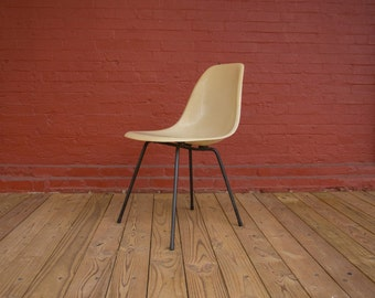 Early Eames DSX Parchment X Base Side Shell Zenith Herman Miller Mid Century Modern Fiberglass Chair