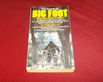 """BIGFOOT Book by Peter Byrne, Paperback Book, 1976, Gimlin Patterson Film, The Search For Bigfoot Sasquatch Yeti UFO Squatch Squatchin"""""""