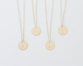 Personalized Circle Tag Necklace Gold Silver / Monogram Coin / Hammered Smooth Disc Necklace Initial, Letter Necklace / Minimalist Everyday
