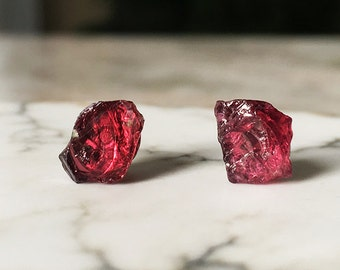 Raw Garnet Stud Earrings, Garnet Earrings, Garnet Jewelry, Raw Garnet, Raw Crystal Earrings, Raw Stone Earrings, Raw Stone Studs
