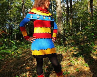 Winter long-sleeved short dress and large patchwork of recycled acrylic blue, yellow and Red v-neck!